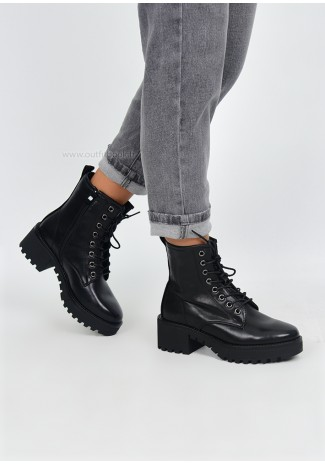 Lace up chunky boots in black