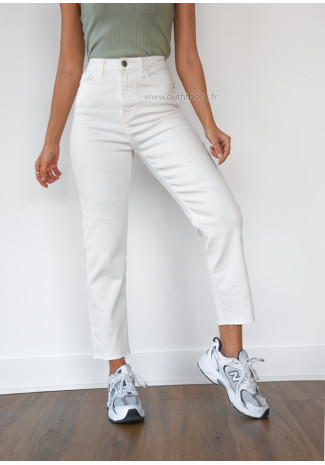White High waisted mom fit jeans