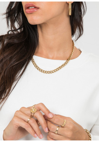 Short chunky chain in gold tone