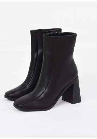 Square toe ankle boots in black